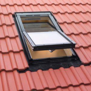 Среднеповоротные деревянные мансардные окна